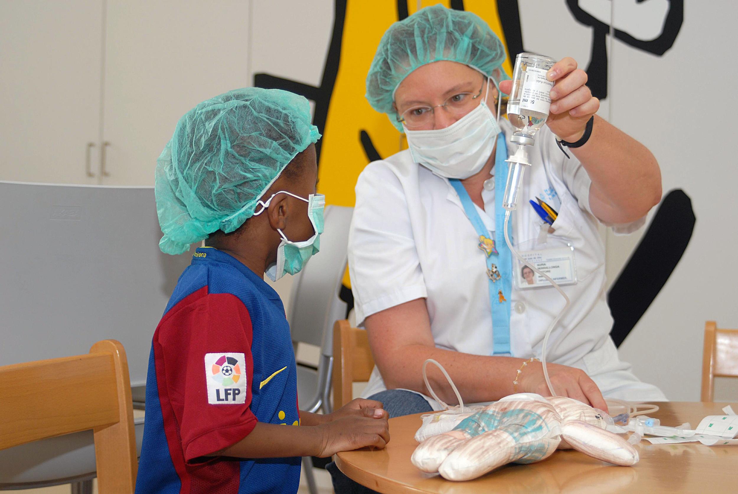 Niño con doctora